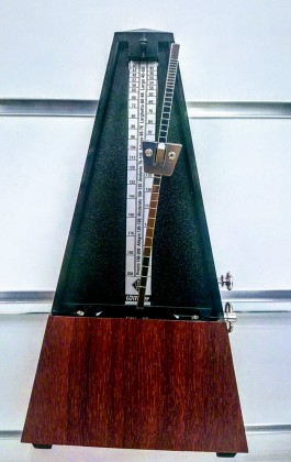 Accessories for the guitar: the metronome